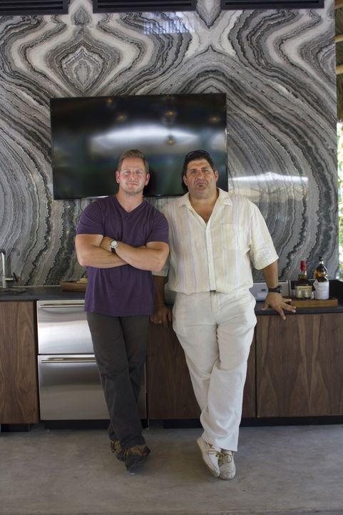 Bei ihrem neuesten Man Cave können sich Jason (l.) und Tony (r.) mal wieder so richtig austoben ... - Bildquelle: 2013, DIY Network/Scripps Networks, LLC.  All rights Reserved.