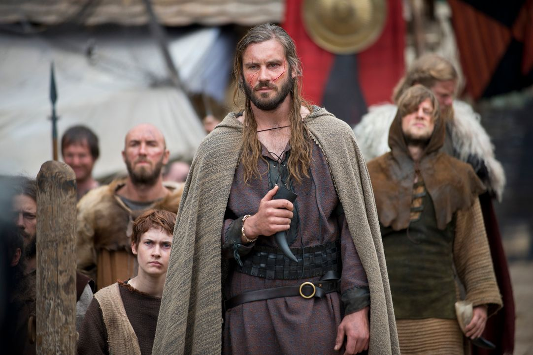Niemand ahnt, dass Rollo (Clive Standen) nicht bereit ist, dauerhaft in der zweiten Reihe zu stehen. Er schmiedet einen Plan, um einst die Macht an... - Bildquelle: 2013 TM TELEVISION PRODUCTIONS LIMITED/T5 VIKINGS PRODUCTIONS INC. ALL RIGHTS RESERVED.
