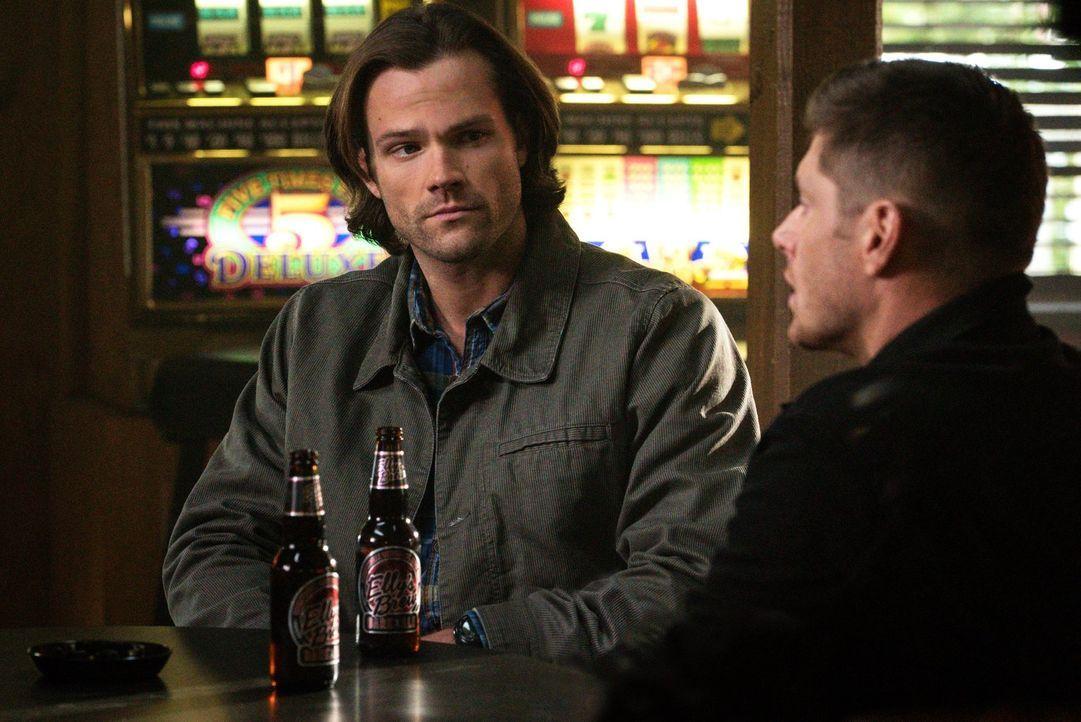 Erhält Sam (Jared Padalecki) bei einem ehemaligen Sheriff und jetzigem Einsiedler wirklich die Informationen, die er und ein weiter Jäger unbedingt... - Bildquelle: 2014 Warner Brothers
