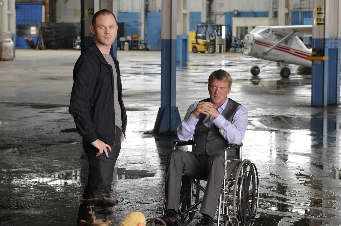 (v.l.n.r.) Steve Jinks (Aaron Ashmore); Walter Sykes (Anthony Michael Hall) - Bildquelle: Steve Wilkie/Syfy