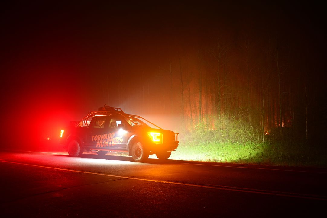 Ein riesiger Waldbrand in der kanadischen Provinz ruft auch die Tornado Hunter auf den Plan ...