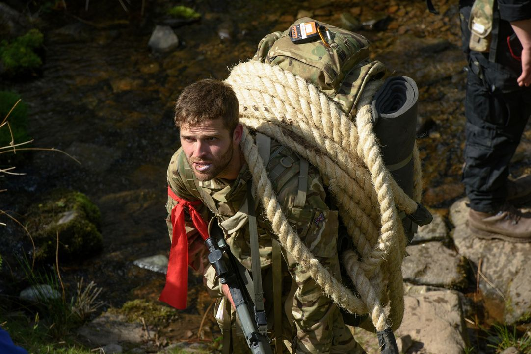 Im wohl härtesten Bootcamp der Welt fließen ordentlich Schweiß, Blut und Tränen: Während 29 Kandidaten durchs walisische Gebirge gejagt werden, in B... - Bildquelle: Warren Orchard 2015 BBC