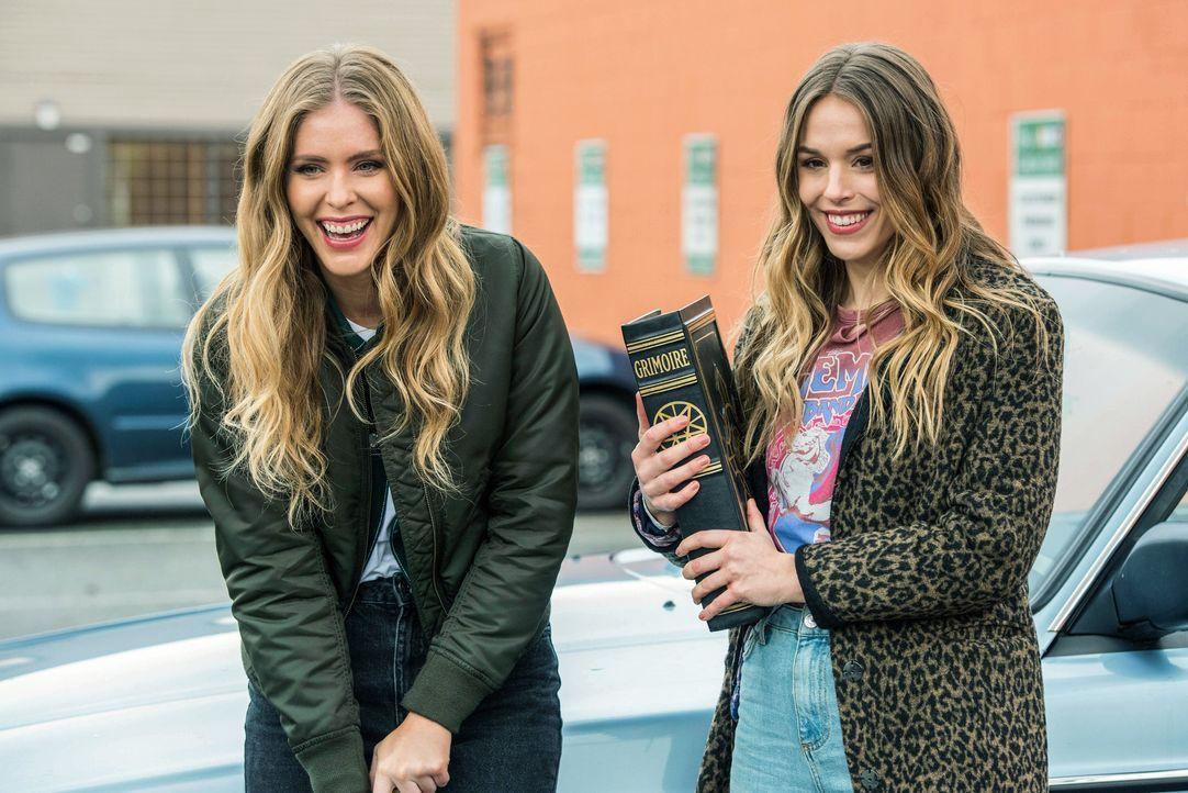 Jamie Plum (Jordan Claire Robbins, l.); Jennie Plum (Elise Gatien, r.) - Bildquelle: Dean Buscher 2018 The CW Network, LLC. All Rights Reserved / Dean Buscher