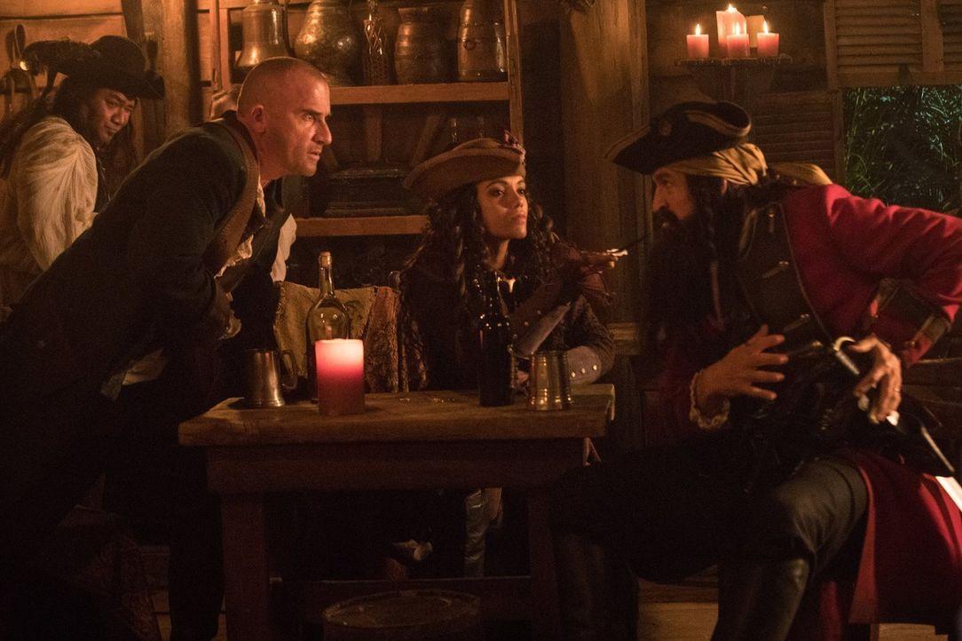 Mick (Dominic Purcell, l.); Amaya (Maisie Richardson-Sellers, M.); Blackbeard (Jonathan Cake, r.) - Bildquelle: 2017 Warner Bros.