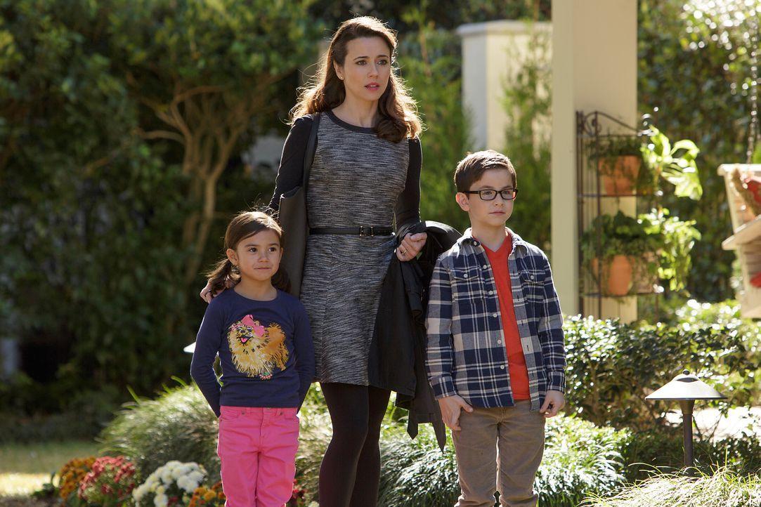 Das Leben von Megan (Scarlett Estevez, l.) und Dylan (Owen Vaccaro, r.) wird gehörig auf den Kopf gestellt, als Saras (Linda Cardellini, M.) neuer M... - Bildquelle: (2017) Paramount Pictures.