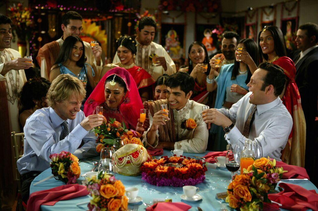 Den beiden Hochzeits-Crasher John Beckwith (Owen Wilson, l.) und Jeremy Grey (Vince Vaughn, r.) ist es völlig egal, ob es eine katholische, jüdische... - Bildquelle: Warner Bros. Television