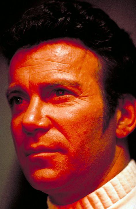 Vor Jahren hat Admiral James T. Kirk (William Shatner) den genetisch veränderten ehemaligen Anführer und Kriegsherrn Khan Noonien Singh auf dem Pl... - Bildquelle: Paramount Pictures