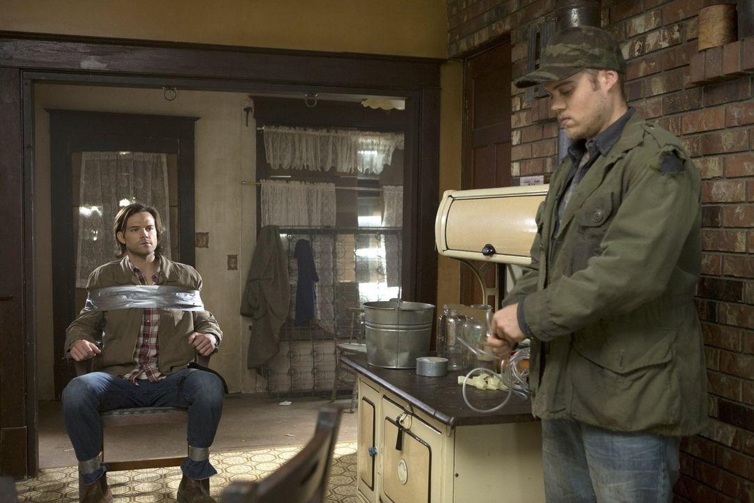 Tappt in Connors (Reilly Dolman, r.) Falle: Sam (Jared Padalecki, l.) ... - Bildquelle: 2013 Warner Brothers