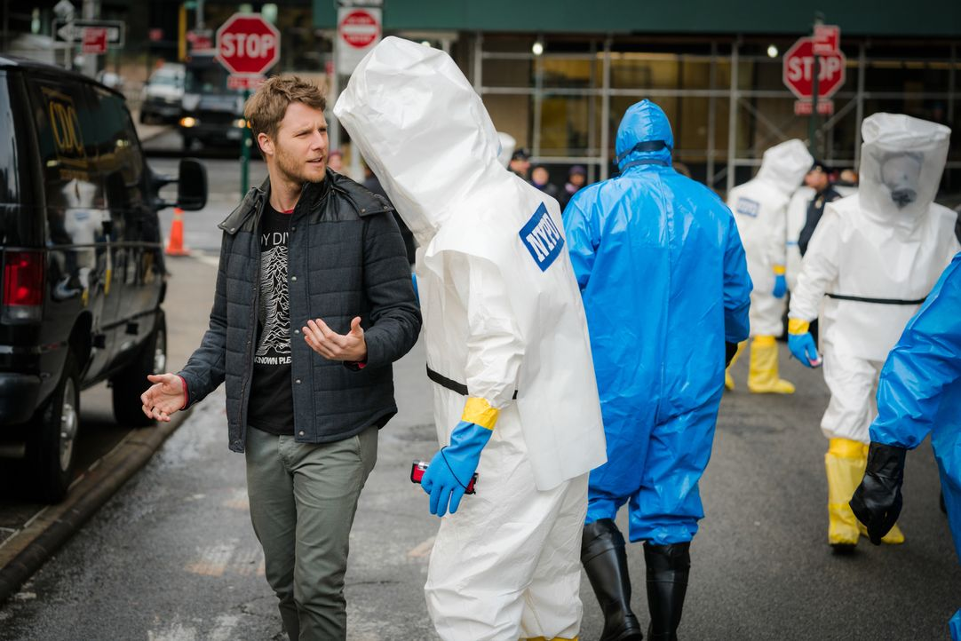 Wird unter Quarantäne gestellt, als er mit einer gefährlichen Substanz in Berührung kommt: Brian (Jake McDorman) ... - Bildquelle: 2016 CBS Broadcasting, Inc. All Rights Reserved
