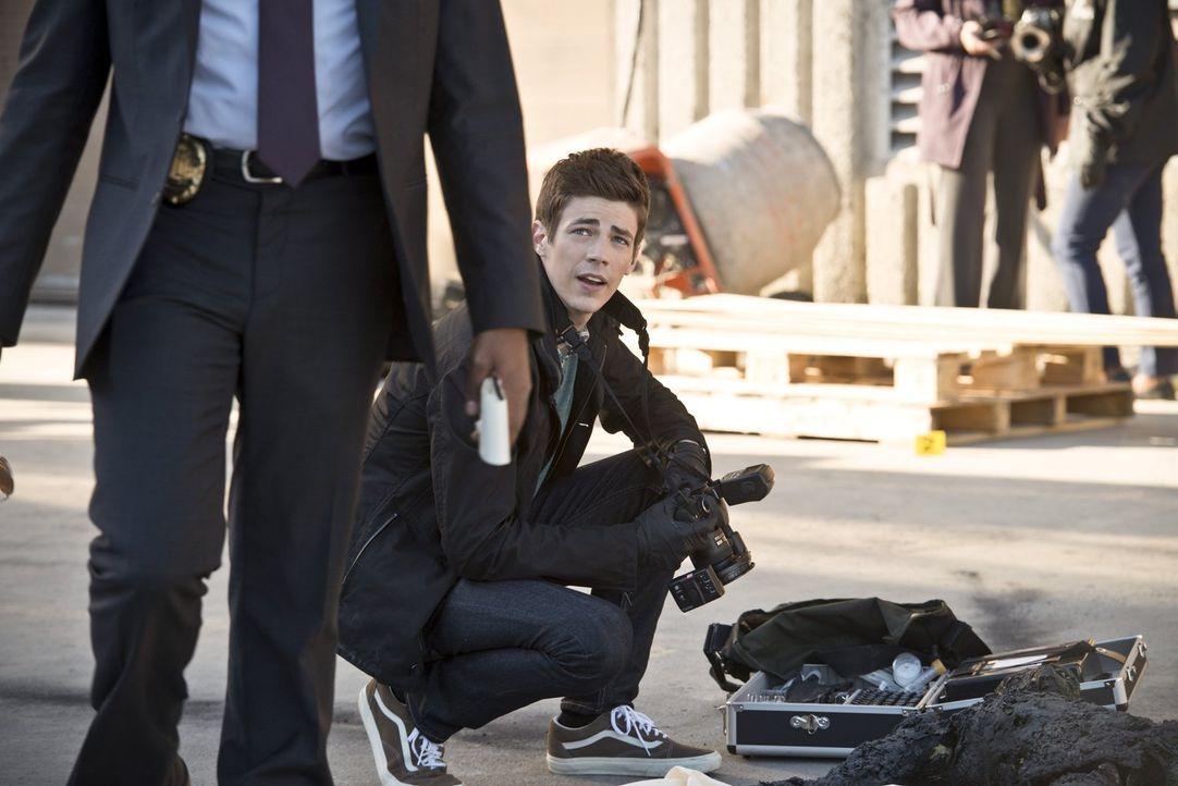 Während es Barry alias The Flash (Grant Gustin) mit  Farooq alias Blackout aufnimmt, gelingt Tockman alias The Clock King ein Coup innerhalb des Pol... - Bildquelle: Warner Brothers.