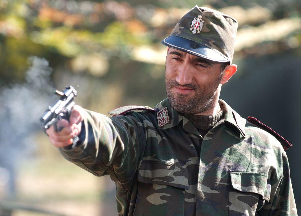General Drago (Bashar Rahal) sitzt mit seiner gigantischen, bis an die Zähne bewaffneten Armee und einer reichen Geisel am schwarzen Meer. Nun Speci... - Bildquelle: Nu Image