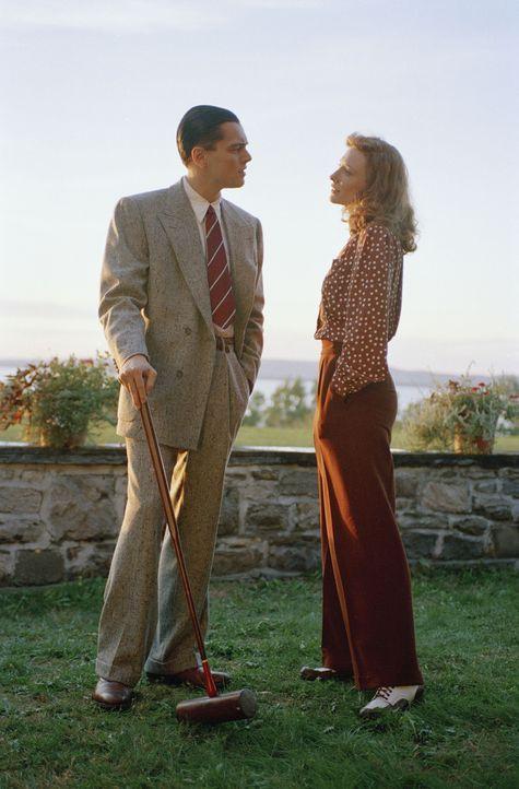 Die größten Hollywoodstars verlieben sich in ihn. Howard Hughes (Leonardo DiCaprio, l.) hat viele Affären mit einigen der schönsten Frauen der Welt,... - Bildquelle: Miramax International