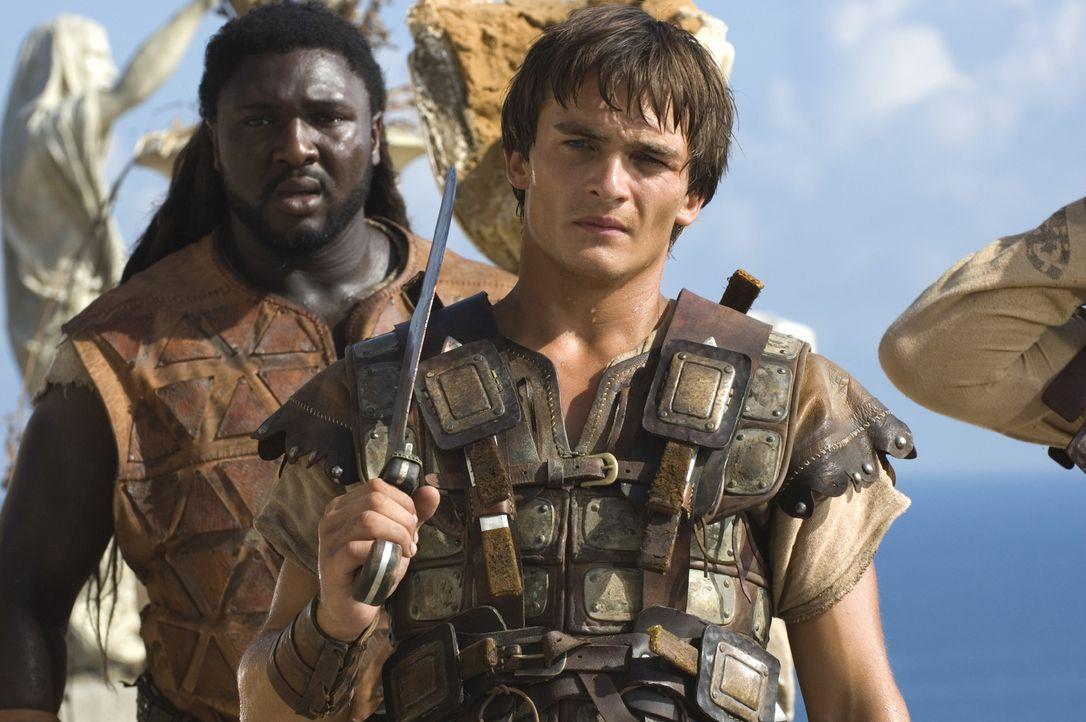 Demetrius (Rupert Friend, r.) und Batiatus (Nonso Anozie, l.) haben nur eine Chance, wenn es ihnen gelingt, die letzte römische Legion, die neunte L... - Bildquelle: TOBIS Filmkunst GmbH & Co. Verleih KG