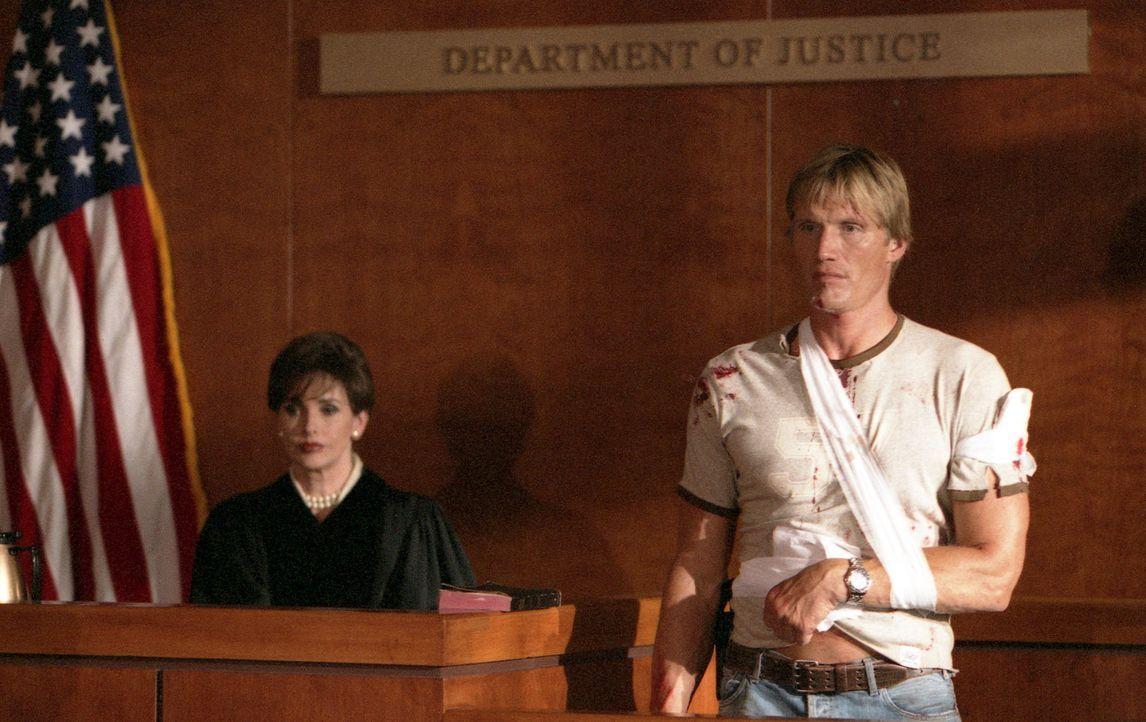 Als der Cop Frank Gannon (Dolph Lundgren) ausgerechnet an seinem vorletzten Arbeitstag beschließt, abends vor einem Korruptionsausschuss über seine... - Bildquelle: Nu-Image Films