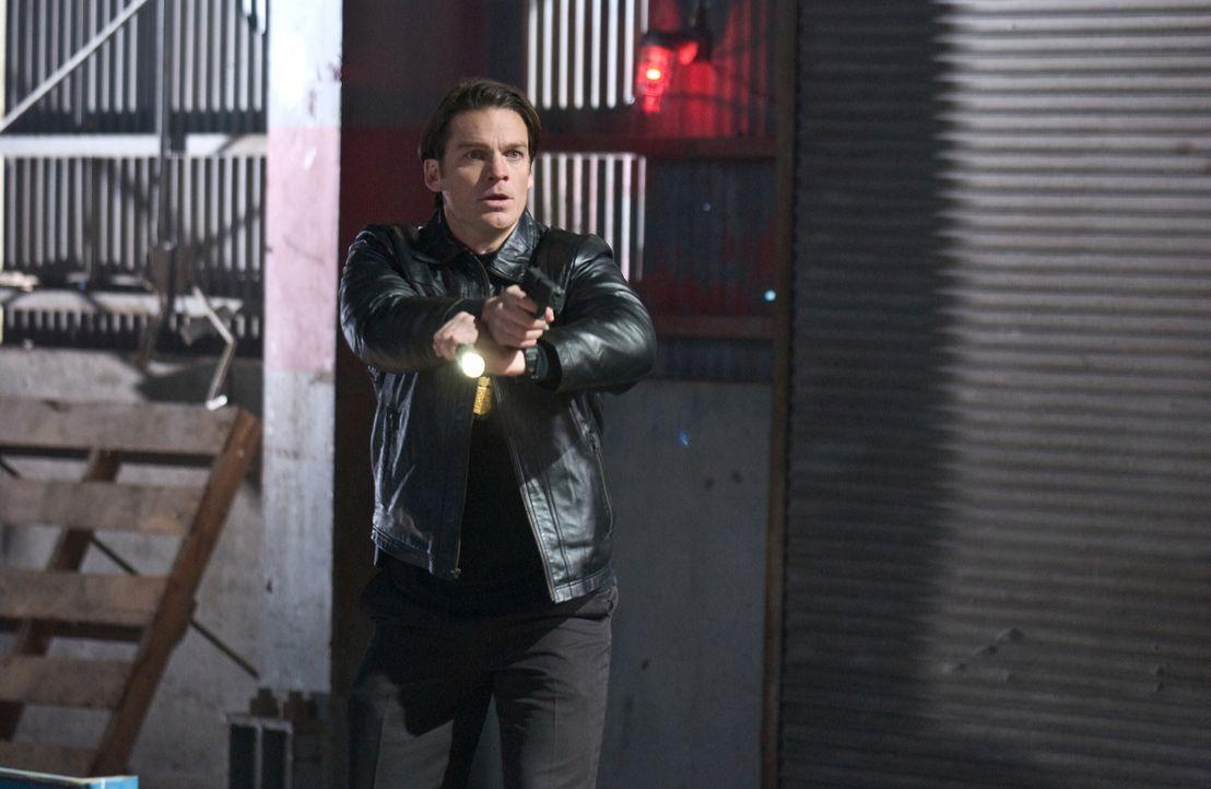 Noch ahnt FBI-Agent Skylar (Bart Johnson) nicht, dass der perverse Killer zum Greifen nah ist ... - Bildquelle: Warner Bros. Television