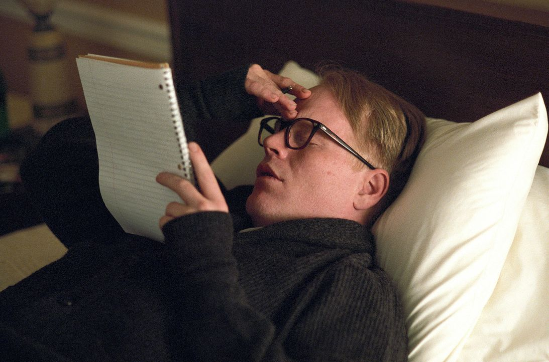 Nach sechs Jahren ständiger Recherche hat Truman Capote (Philip Seymour Hoffman) endlich alle Informationen für ein Meisterwerk zusammen ... - Bildquelle: 2005 United Artists Films Inc. and Columbia Pictures Industries, Inc. All Rights Reserved.