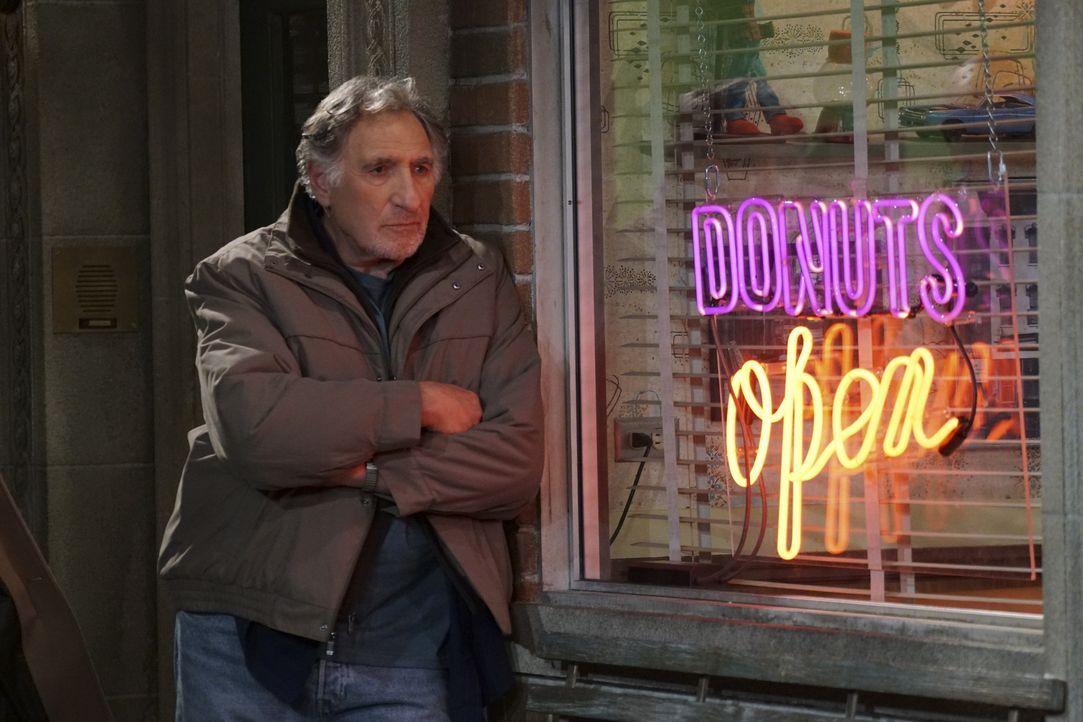 Die ganzen Veränderungen und der Erfolg von Francos neu kreierten Donuts nagen an Arthurs (Judd Hirsch) Ego und stellt die Geschäftsbeziehung zwisch... - Bildquelle: Monty Brinton 2016 CBS Broadcasting, Inc. All Rights Reserved. / Monty Brinton