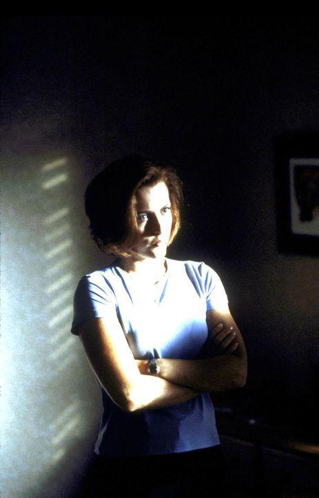 Scully (Gillian Anderson) erfährt, dass ihre Krebserkrankung durch ein außerirdisches Virus verursacht wurde. - Bildquelle: TM +   Twentieth Century Fox Film Corporation. All Rights Reserved.