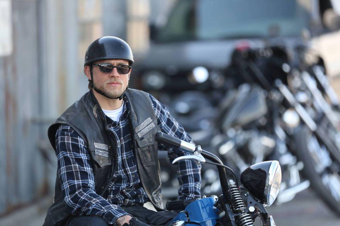 Hat das Motorrad seines Vaters mit Müh und Not wieder zum Laufen bringen können: Jax (Charlie Hunnam) ... - Bildquelle: 2013 Twentieth Century Fox Film Corporation and Bluebush Productions, LLC. All rights reserved.