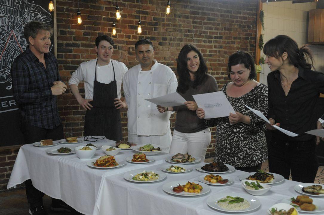 Dieses Mal wird Gordon Ramsays (l.) Hilfe im Restaurant La Galleria benötigt ... - Bildquelle: Jeff Neira FOX