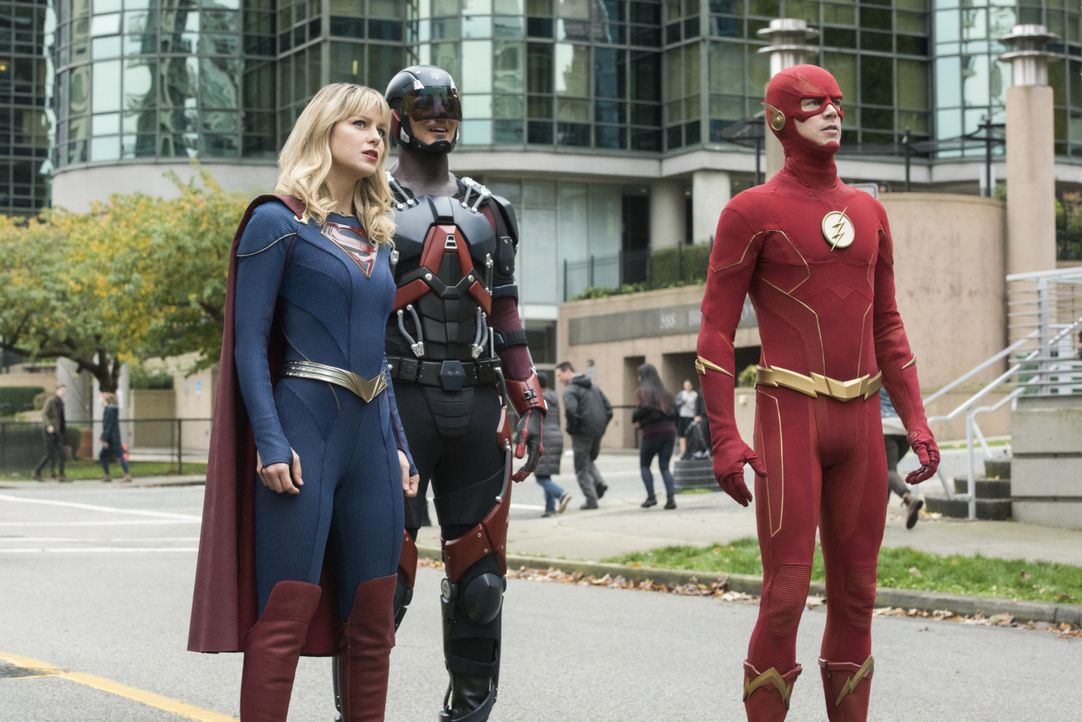 (v.l.n.r.) Supergirl (Melissa Benoist); The Atom (Brandon Routh); The Flash (Grant Gustin) - Bildquelle: 2019 The CW Network, LLC. All rights reserved.