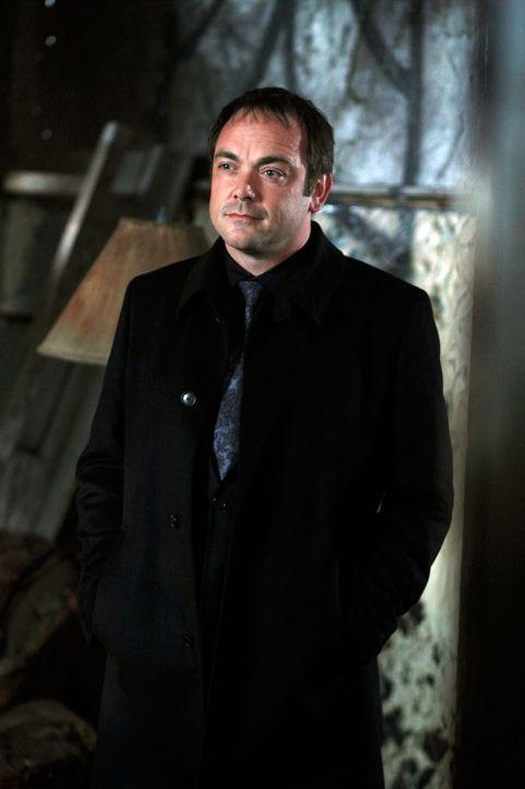 Der Dämon Crowley (Mark Sheppard) verspricht Dean und Sam zu helfen, die übrigen Ringe der Reiter zu finden, damit sie Luzifer eine Falle stellen kö... - Bildquelle: Warner Brothers