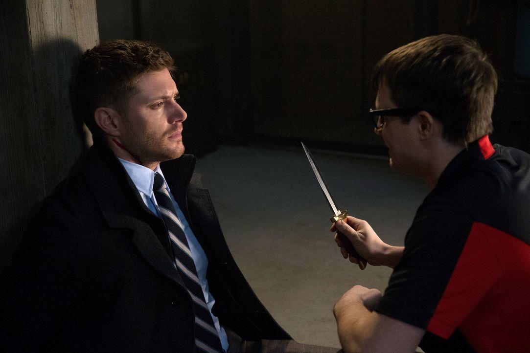 Eigentlich will Dean (Jensen Ackles, l.) einem alten Freund einen letzten Wunsch erfüllen, doch Del (James Immekus, r.) macht den Winchester Brüdern... - Bildquelle: 2013 Warner Brothers