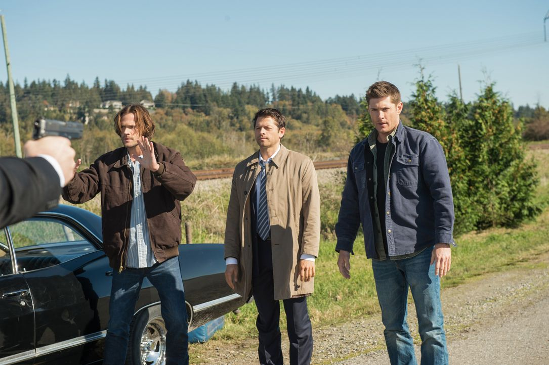 Sam (Jared Padalecki, l.); Castiel (Misha Collins, M.) Dean (Jensen Ackles, r.) - Bildquelle: Diyah Pera 2016 The CW Network, LLC. All Rights Reserved / Diyah Pera