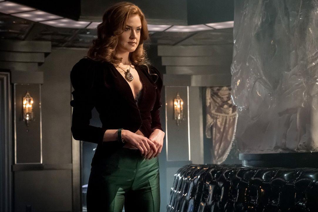 Auf wessen Seite steht Ivy (Maggie Geha) wirklich? - Bildquelle: 2017 Warner Bros.