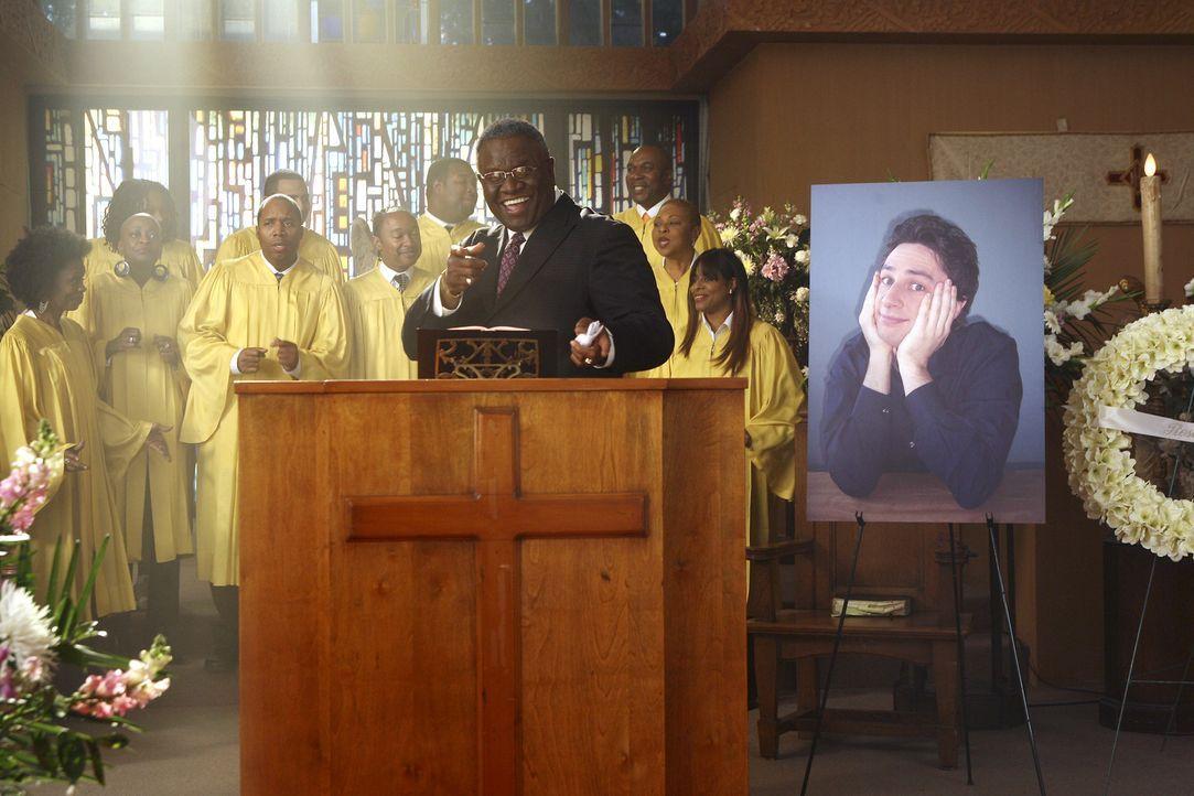 In J.D.s Gedanken, hält der Priester (George Wallace) eine rührende Trauerrede für ihn ... - Bildquelle: Touchstone Television