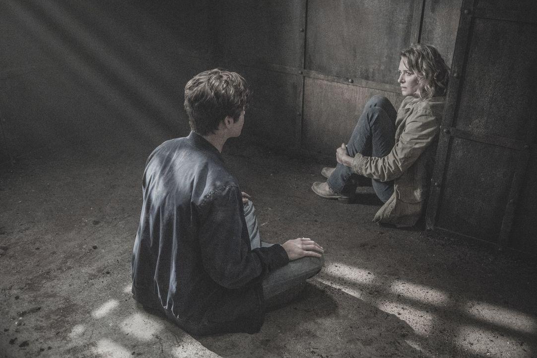 Jack (Alexander Calvert, l.); Mary (Samantha Smith, r.) - Bildquelle: Dean Buscher 2018 The CW Network, LLC. All Rights Reserved / Dean Buscher