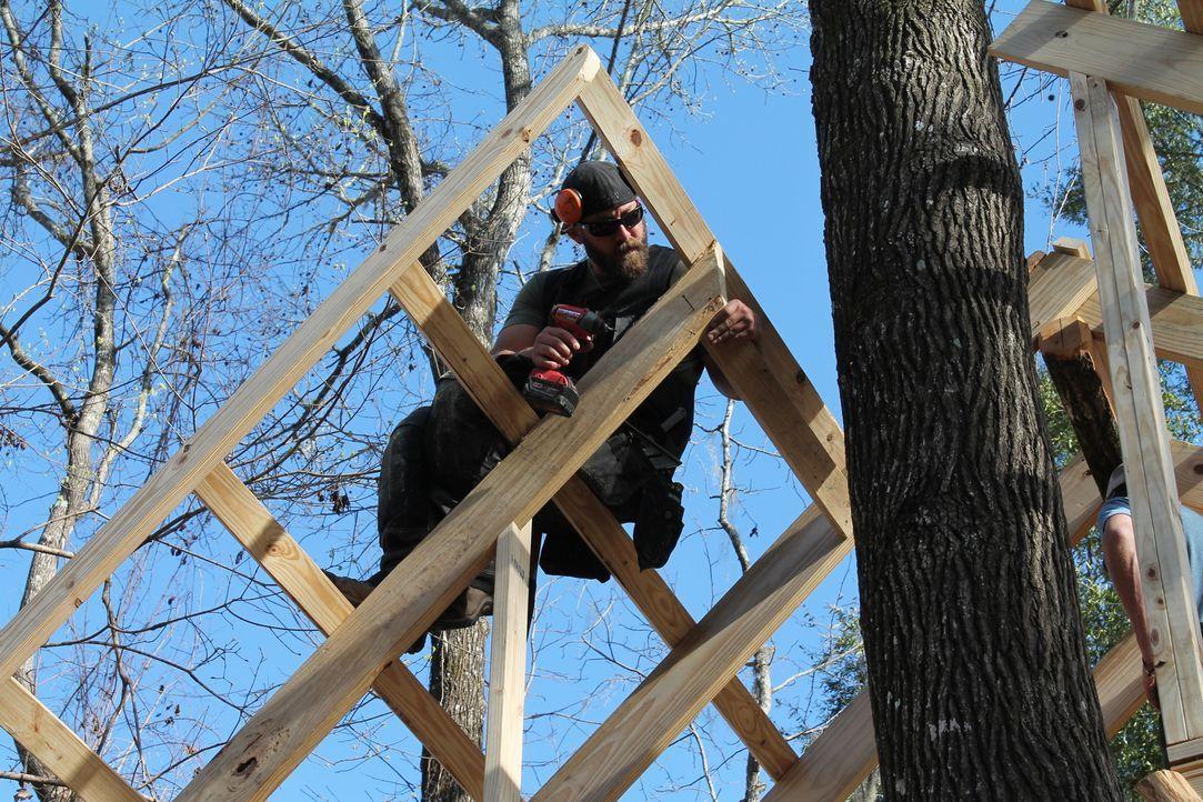 """Die Treehouse Guys James """"B'fer"""" Roth, Chris """"Ka-V"""" Haake (Foto) und ihre Crew machen jeden noch so unmöglich erscheinenden Baumhaus-Traum wahr. Die... - Bildquelle: 2015, DIY Network/Scripps Networks, LLC. All Rights Reserved."""