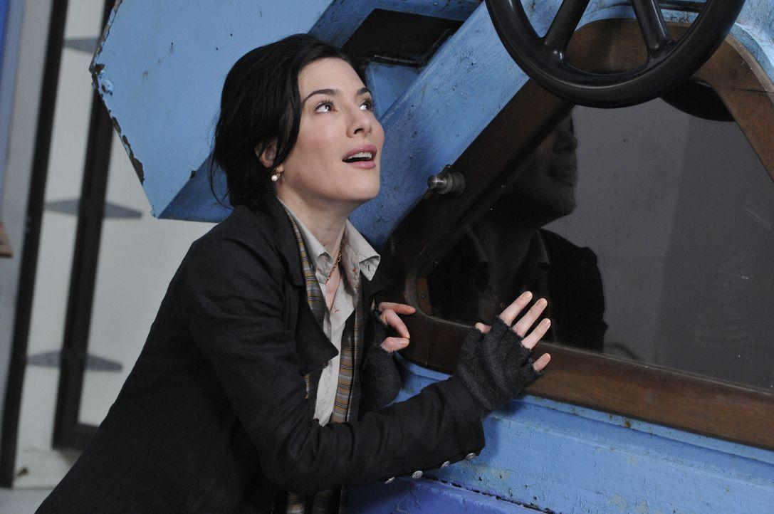 Das Warehouse-Team hofft auf die Hilfe von Helena (Jaime Murray), die das Artefakt als ehemalige Warehouse 12-Agentin schon einmal bezwingen konnte... - Bildquelle: Steve Wilkie/Syfy