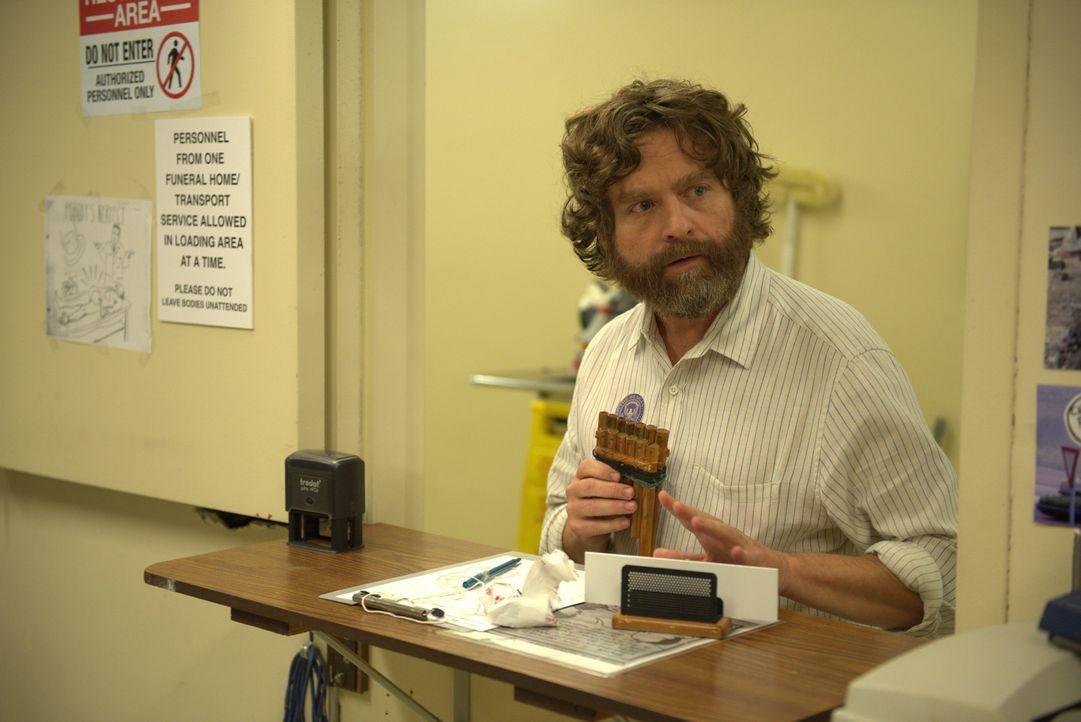Chip (Zach Galifianakis) kann einfach nicht verstehen, dass Ronald Reagan seine Schauspielkarriere wirklich für einen Schreibtischjob aufgegeben hat... - Bildquelle: Colleen Hayes 2017 Fox and its related entities.  All rights reserved.