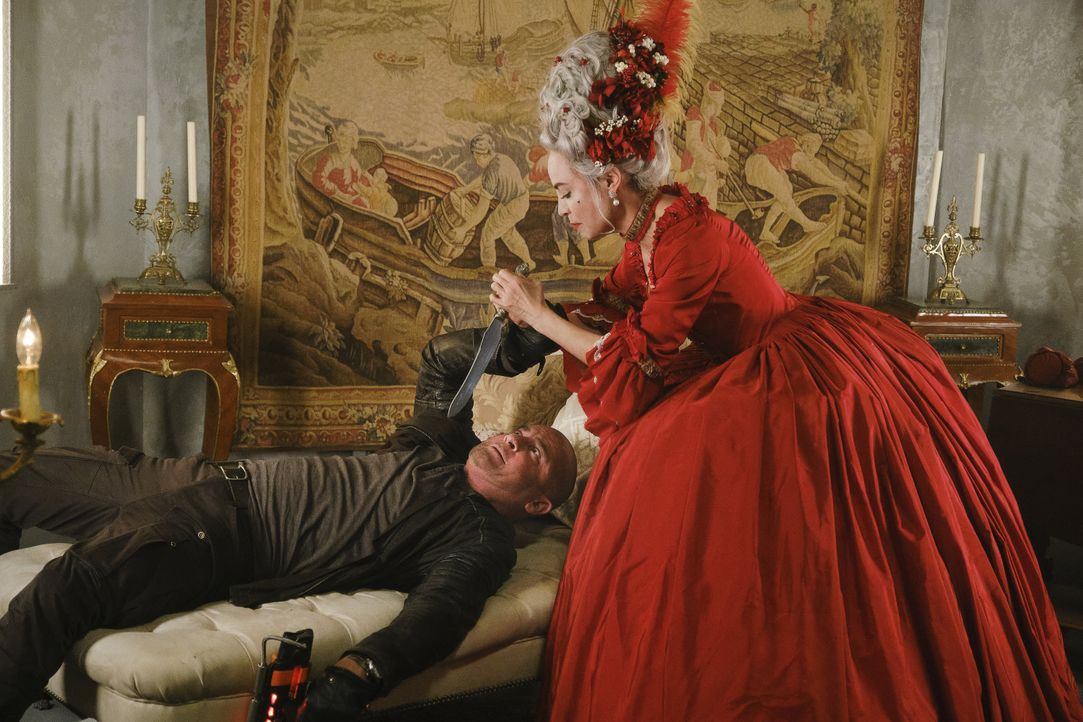 Mick Rory (Dominic Purcell, l.); Marie Antoinette (Courtney Ford, r.) - Bildquelle: 2019 The CW Network, LLC. All rights reserved.