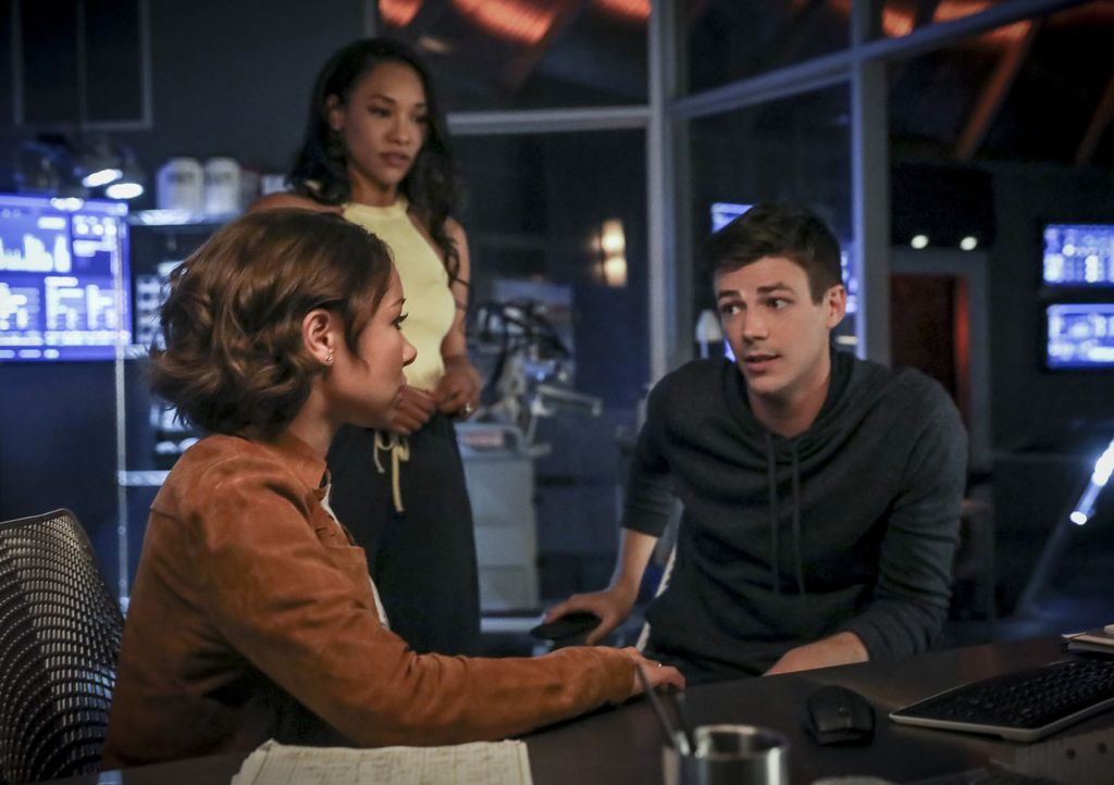 (v.l.n.r.) Nora (Jessica Parker Kennedy); Iris (Candice Patton); Barry (Grant Gustin) - Bildquelle: Jack Rowand 2018 The CW Network, LLC. All rights reserved.