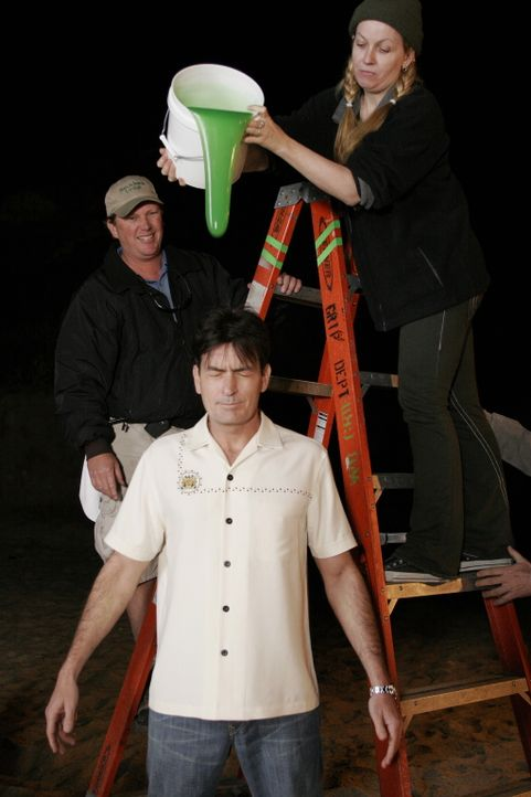 """Bei den Dreharbeiten zu """"Lasst die Hund los!"""" ... - Bildquelle: Warner Brothers Entertainment Inc."""