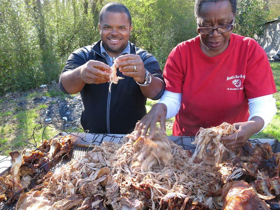 Der kanadische Chefkoch Roger Mooking (l.) macht sich in den USA auf eine ganz besondere kulinarische Reise ... - Bildquelle: 2013, Cooking Channel, LLC. All Rights Reserved.