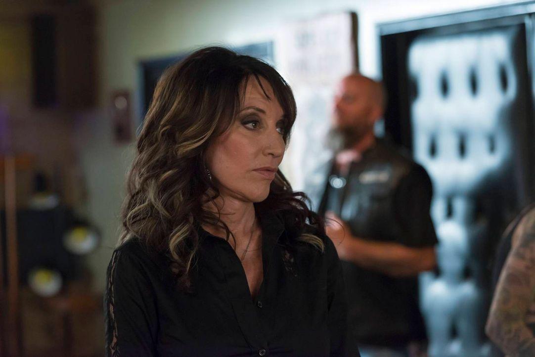 Während Jax den Deal mit der IRA vorbereitet, stattet Gemma (Katey Sagal) seiner Exfreundin Wendy einen folgenschweren Besuch ab ... - Bildquelle: 2013 Twentieth Century Fox Film Corporation and Bluebush Productions, LLC. All rights reserved.