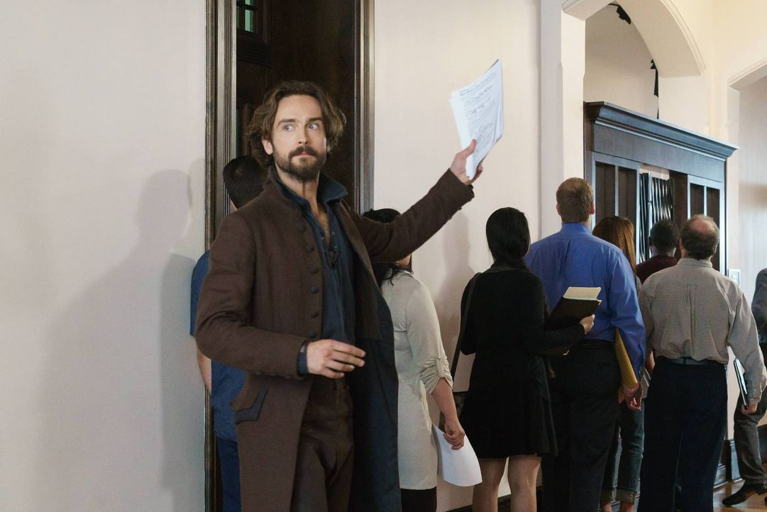 Crane (Tom Mison) bekommt ein verlockendes Angebot von der charmanten Zoe Corinth ... - Bildquelle: 2015-2016 Fox and its related entities.  All rights reserved.
