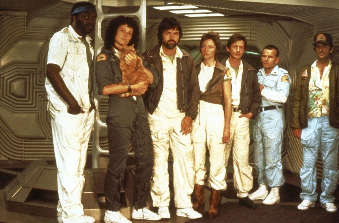 """Nur gemeinsam kann die Besatzung der """"Nostromo""""  die unheimlichen Aliens besiegen: Parker (Yaphet Kotto, l.), Ripley (Sigourney Weaver, 2.v.l.), Cap... - Bildquelle: 20th Century Fox of Germany"""