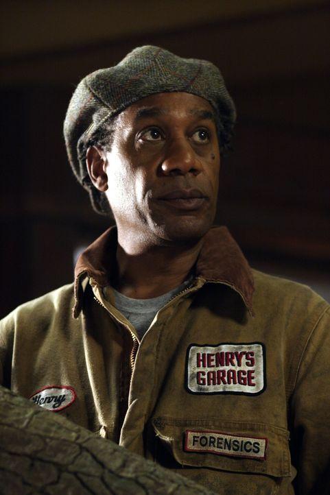 Henry (Joe Morton) ahnt noch nicht, was mit Taggert, Spencer, Fargo, Vincent und Jo Lupo geschehen ist ... - Bildquelle: Universal Television