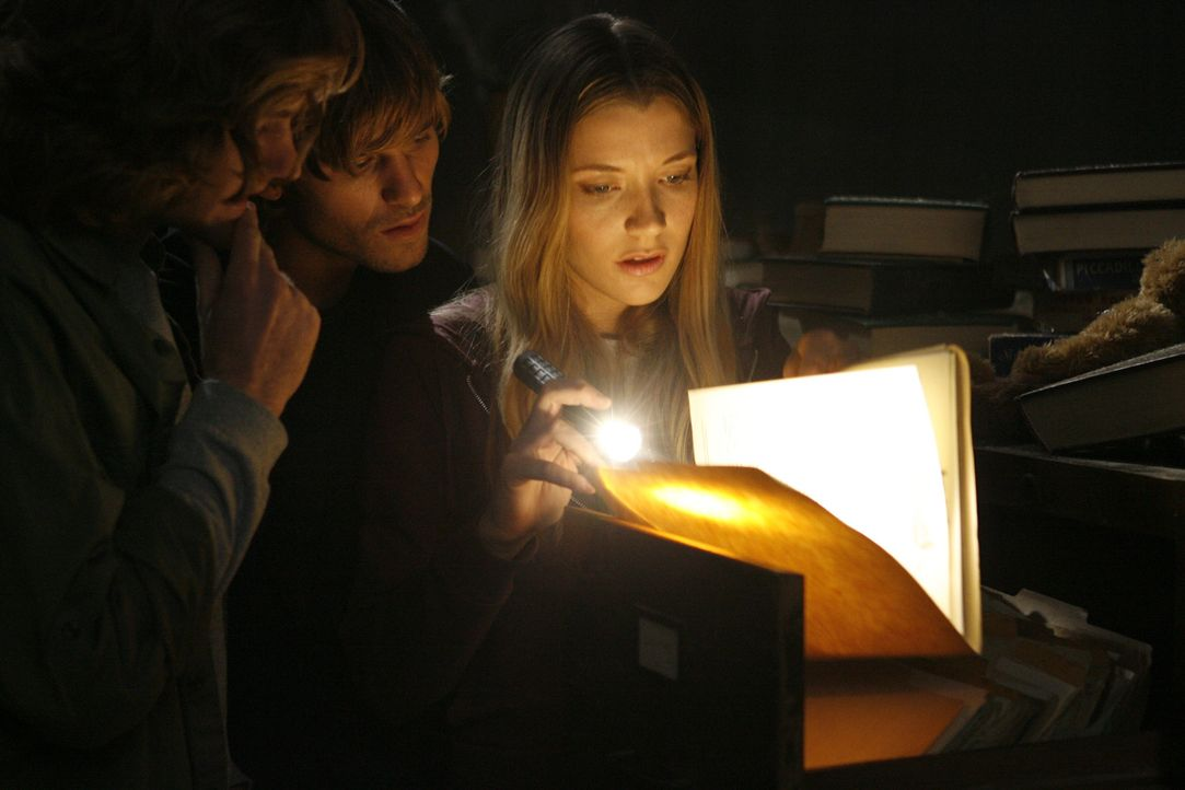Im Verbindungshaus mordete einst ein sadistischer Arzt. Madison (Sarah Roemer, r.) und ihre Freunde (Jake Muxworthy, M.) stecken die Nase hinter ver... - Bildquelle: Kinowelt GmbH