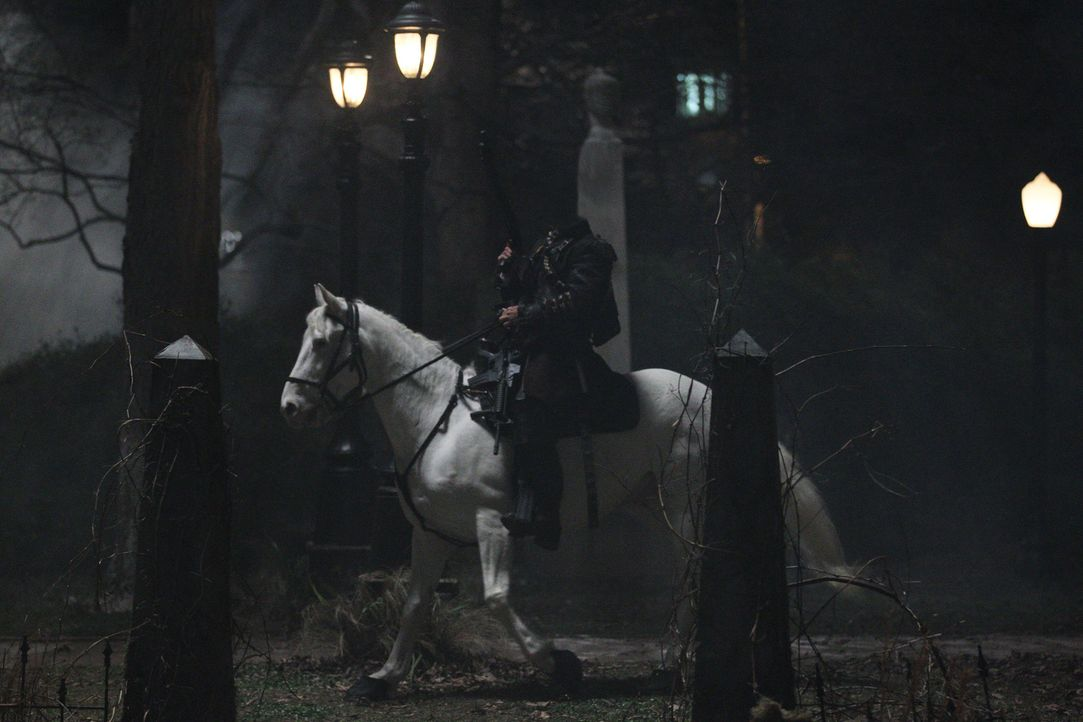 Gelangt gemeinsam mit Ichabod Crane von der Vergangenheit in die Gegenwart und führt in Sleepy Hollow sein blutiges Unwesen: der kopflose Reiter ... - Bildquelle: 2013 Twentieth Century Fox Film Corporation. All rights reserved.