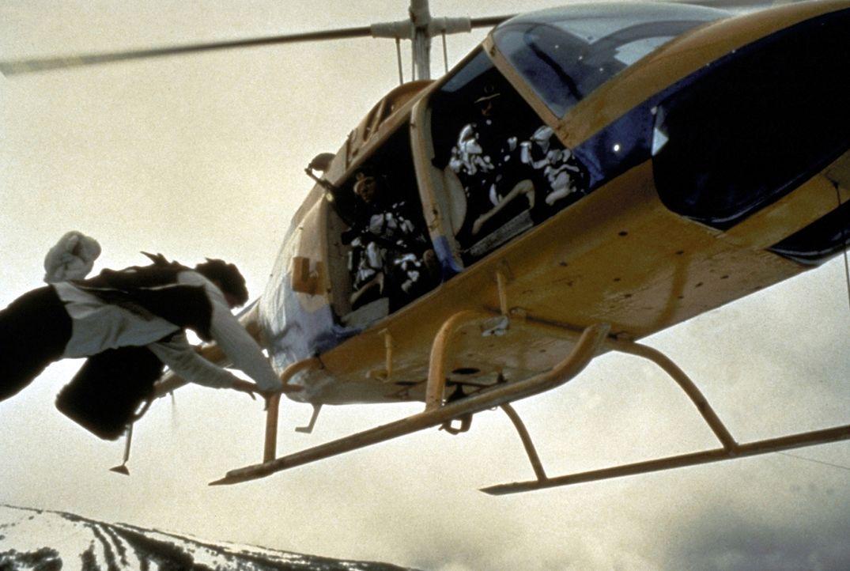 Jackie (Jackie Chan, l.) lässt sich von kontinentalen Distanzen wenig beeindrucken ... - Bildquelle: New Line Cinema