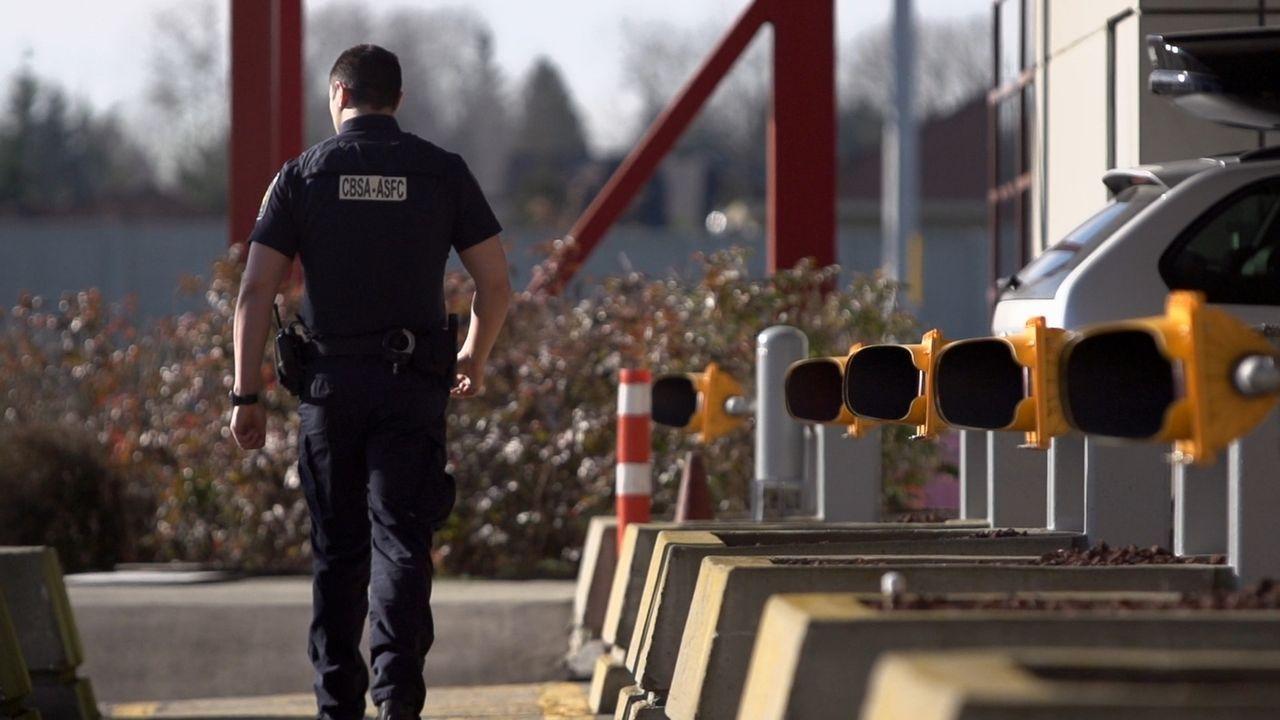 Bei fast 20.000 Reisenden täglich haben die Zollbeamten an der kanadischen Grenze alle Hände voll zu tun. - Bildquelle: Force Four Entertainment / BST Media 2 Inc.