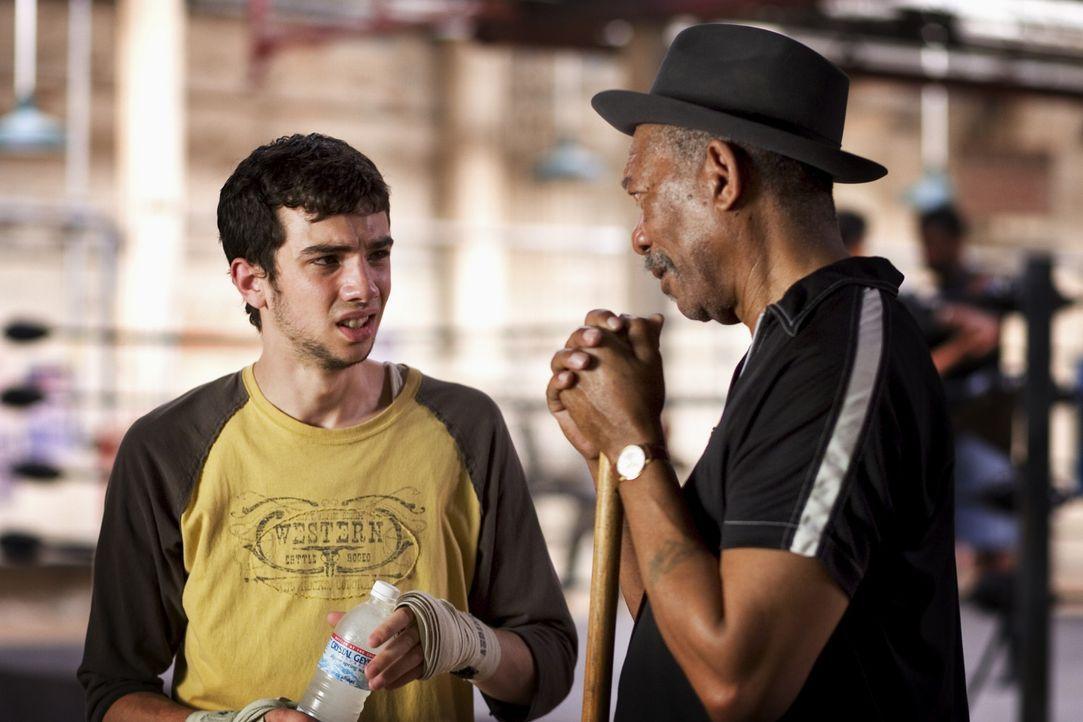 Ex-Boxer mit Herz: Immer wieder steht der einäugige Scrap (Morgan Freeman, r.) dem naiven und unbegabten Danger (Jay Baruchel, l.) bei, wenn die and... - Bildquelle: Epsilon Motion Pictures