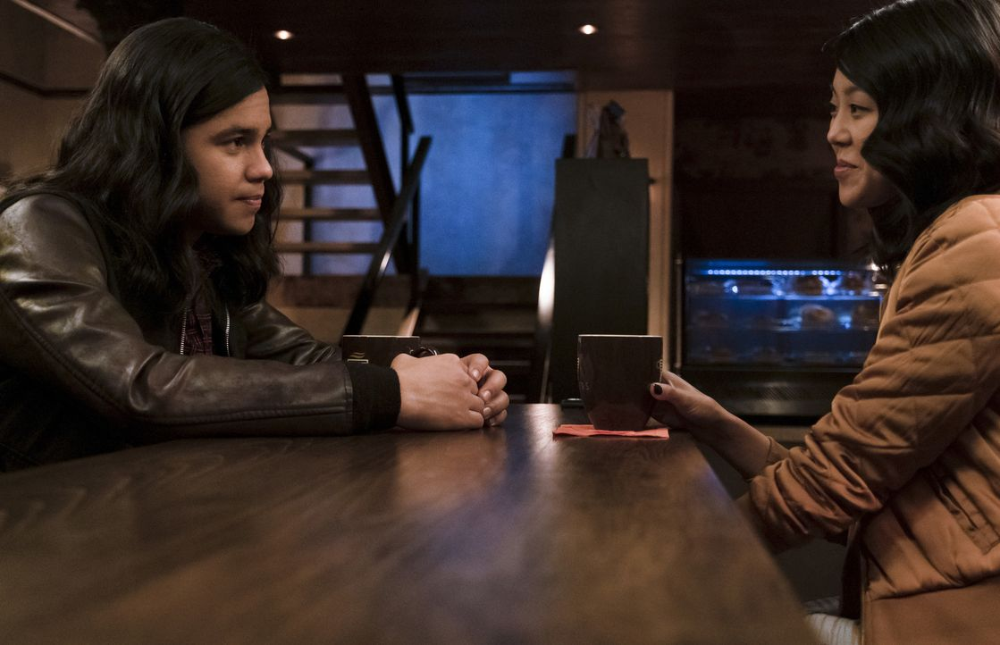 Cisco (Carlos Valdes, l.); Kamilla (Victoria Park, r.) - Bildquelle: Jeff Weddell 2018 The CW Network, LLC. All rights reserved.