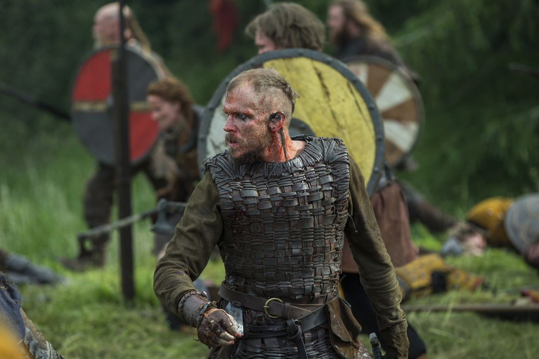 Ziehen gegen König Brihtwulf in die Schlacht: Floki (Gustaf Skarsgård) und die anderen Wikinger ... - Bildquelle: 2015 TM PRODUCTIONS LIMITED / T5 VIKINGS III PRODUCTIONS INC. ALL RIGHTS RESERVED.