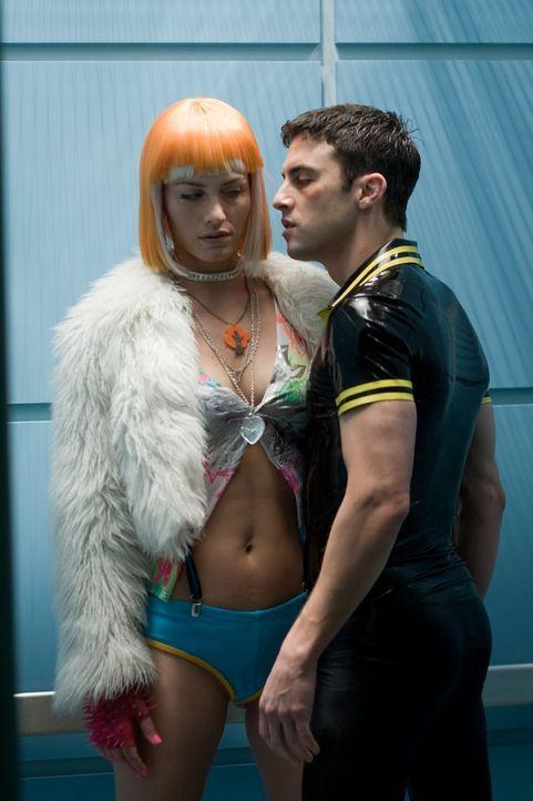 Realität oder Fiktion? Angie (Amber Valetta, l.) ist für Rick Rape (Milo Ventimiglia, r.) ein reines Sexobjekt ... - Bildquelle: TM & Copyright   Lakeshore Entertainment Group. LLC. and Lionsgate. All rights reserved.